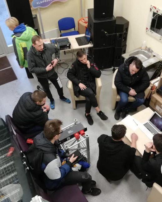 Mes jau profesionaliai mokame elgtis su garso ir apšvietimo aparatūra!