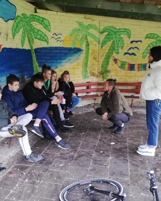 Su Tamta ir Dauparų jaunimu diskutuojame apie savanorystę, mobilaus darbo veiklas, ir keliones